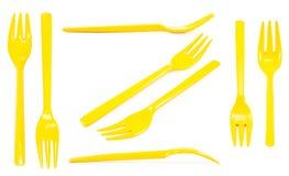 Κίτρινα πλαστικά δίκρανα συλλογής που απομονώνονται στο άσπρο υπόβαθρο Στοκ εικόνα με δικαίωμα ελεύθερης χρήσης