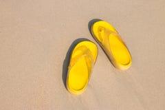 Κίτρινα σανδάλια Στοκ εικόνες με δικαίωμα ελεύθερης χρήσης