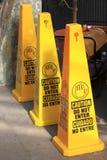 Κίτρινα σημάδια προσοχής Στοκ Φωτογραφία