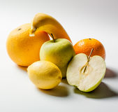 Κίτρινα φρούτα στο άσπρο υπόβαθρο Στοκ Εικόνα