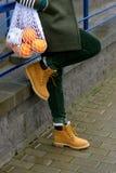 Κίτρινες μοντέρνες μπότες γυναικών ` s Στοκ φωτογραφία με δικαίωμα ελεύθερης χρήσης