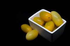 Κίτρινες ντομάτες, κινηματογράφηση σε πρώτο πλάνο, βάθος του τομέα Στοκ Εικόνα