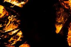 Κίτρινες πορτοκαλιές και κόκκινες φλόγες πυρκαγιάς ως υπόβαθρο με το Bu στοιχείων Στοκ Φωτογραφία