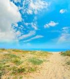 Κίτρινη άμμος στην ακτή Platamona Στοκ εικόνα με δικαίωμα ελεύθερης χρήσης