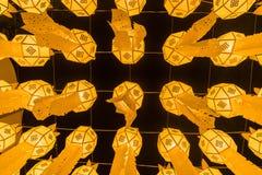 Κίτρινη άποψη φαναριών πυρκαγιάς από κάτω από στο φεστιβάλ φαναριών στοκ φωτογραφίες