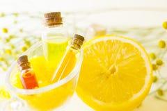 Κίτρινη έννοια Aromatherapy Στοκ εικόνα με δικαίωμα ελεύθερης χρήσης