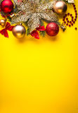 Κίτρινη ανασκόπηση Χριστουγέννων Στοκ φωτογραφία με δικαίωμα ελεύθερης χρήσης