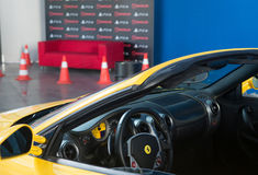 Κίτρινη αράχνη Ferrari F430 - DriveClub, PlayStation Στοκ εικόνα με δικαίωμα ελεύθερης χρήσης