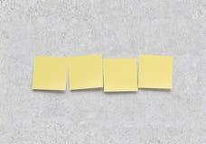 Κίτρινη αυτοκόλλητη ετικέττα τέσσερα Στοκ Εικόνες