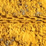 Κίτρινη αλυσίδα στο κίτρινο υπόβαθρο Στοκ φωτογραφία με δικαίωμα ελεύθερης χρήσης