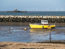 Κίτρινη βάρκα που δένεται στον κόλπο του Χέρνη, Κεντ Στοκ εικόνες με δικαίωμα ελεύθερης χρήσης