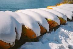 Κίτρινη βάρκα στον ποταμό Δούναβη Στοκ εικόνες με δικαίωμα ελεύθερης χρήσης