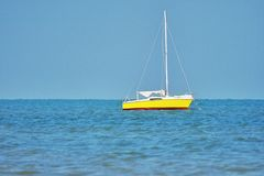 Κίτρινη βάρκα στοκ φωτογραφίες με δικαίωμα ελεύθερης χρήσης