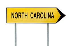 Κίτρινη βόρεια Καρολίνα σημαδιών έννοιας οδών που απομονώνεται στο λευκό στοκ εικόνα με δικαίωμα ελεύθερης χρήσης