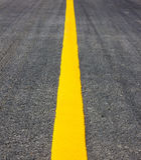 Κίτρινη γραμμή οδικής σύστασης Στοκ φωτογραφία με δικαίωμα ελεύθερης χρήσης