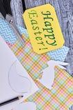 Κίτρινη ευχετήρια κάρτα Πάσχας, τοπ άποψη Στοκ φωτογραφία με δικαίωμα ελεύθερης χρήσης