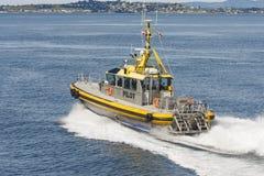 Κίτρινη και ασημένια πειραματική βάρκα στοκ φωτογραφίες με δικαίωμα ελεύθερης χρήσης