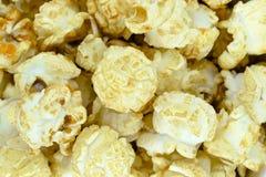 Κίτρινη και γλυκιά Popcorn καραμέλας επιφάνεια υποβάθρου στοκ εικόνες