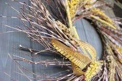 Κίτρινη και καφετιά μακροεντολή στεφανιών πτώσης Στοκ εικόνες με δικαίωμα ελεύθερης χρήσης