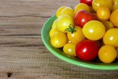 Κίτρινη κόκκινη ντομάτα Στοκ φωτογραφίες με δικαίωμα ελεύθερης χρήσης