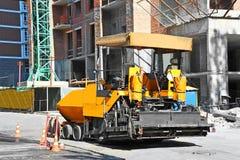 Κίτρινη μηχανή ασφάλτου Στοκ Εικόνες