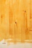 Κίτρινη ξύλινη σύσταση πινάκων που χρωματίζεται με το ακρυλικό χρώμα Στοκ φωτογραφίες με δικαίωμα ελεύθερης χρήσης
