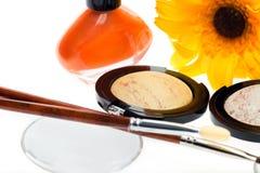 Κίτρινη σκιά ματιών με το σύγχρονο πορτοκαλί βερνίκι καρφιών Στοκ Εικόνα
