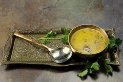 Κίτρινη σούπα φακών Στοκ εικόνα με δικαίωμα ελεύθερης χρήσης