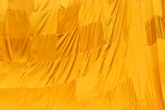 Κίτρινη τήβεννος του βουδιστικού μοναχού στοκ φωτογραφία με δικαίωμα ελεύθερης χρήσης