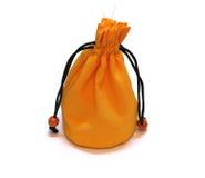 Κίτρινη τσάντα χρημάτων σακουλών που απομονώνεται στοκ φωτογραφίες