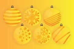 Κίτρινη χρυσή διακόσμηση χριστουγεννιάτικων δέντρων σφαιρών ελεύθερη απεικόνιση δικαιώματος