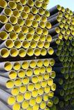 Κίτρινοι ζαρωμένοι σωλήνες για την τοποθέτηση των ηλεκτρικών καλωδίων Στοκ Εικόνα
