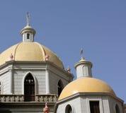 Κίτρινοι θόλοι εκκλησιών στοκ εικόνα με δικαίωμα ελεύθερης χρήσης
