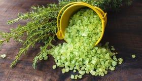 Κίτρινος κάδος aromatherapy πράσινο minerals spa Στοκ Φωτογραφίες