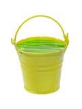 Κίτρινος κάδος με το πράσινο δηλητηριώδες υγρό απομονωμένος Στοκ Εικόνα