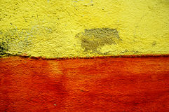 Κίτρινος και κόκκινος τοίχος τσιμέντου Στοκ φωτογραφίες με δικαίωμα ελεύθερης χρήσης