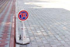 Κίτρινος κανένας κώνος χώρων στάθμευσης στην οδό στοκ φωτογραφίες με δικαίωμα ελεύθερης χρήσης