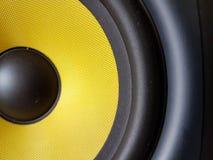 Κίτρινος μισός ήχος woofer Στοκ εικόνες με δικαίωμα ελεύθερης χρήσης