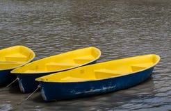 Κίτρινος-μπλε βάρκα Στοκ φωτογραφία με δικαίωμα ελεύθερης χρήσης