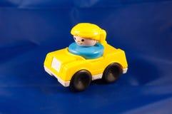 Κίτρινος ξανθός οδηγός αυτοκινήτων Στοκ Εικόνα