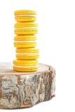 Κίτρινος πύργος macarons Στοκ φωτογραφία με δικαίωμα ελεύθερης χρήσης
