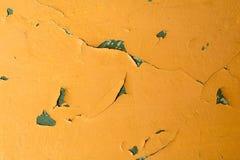 Κίτρινος τοίχος με το πελεκημένο χρώμα Στοκ Εικόνες