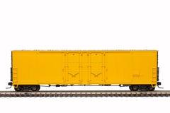 Κίτρινο αυτοκίνητο κιβωτίων σιδηροδρόμου στοκ φωτογραφία με δικαίωμα ελεύθερης χρήσης
