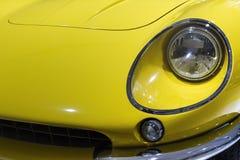 Κίτρινο αυτοκίνητο Ferrari στοκ εικόνες