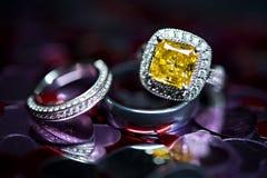 Κίτρινο δαχτυλίδι πετρών Στοκ Εικόνες