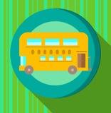 Κίτρινο λεωφορείο στο πράσινο ριγωτό υπόβαθρο Στοκ Εικόνες