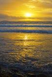 Κίτρινο ηλιοβασίλεμα στη beal παραλία Στοκ Εικόνα