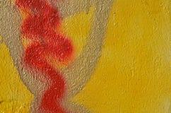 Κίτρινο και κόκκινο χρώμα γκράφιτι Στοκ Φωτογραφίες
