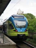 Κίτρινο και μπλε τραίνο Στοκ φωτογραφία με δικαίωμα ελεύθερης χρήσης