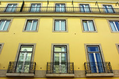 Κίτρινο κτήριο Στοκ φωτογραφίες με δικαίωμα ελεύθερης χρήσης